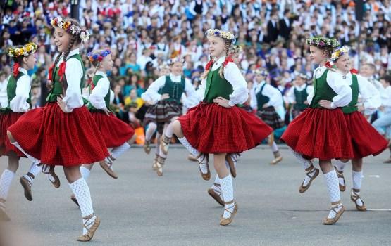 5 000 тысяч танцоров спляшут сегодня в Даугавпилсе