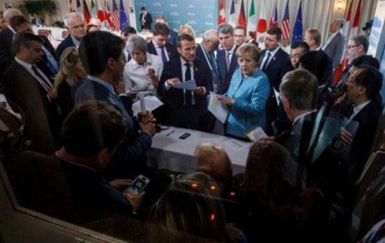 """Что стоит за этой фотографией на саммите """"Большой семерки""""?"""