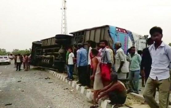 В Индии 16 человек погибли в ДТП с туристическим автобусом