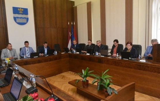На депутатов написали жалобу за использование русского языка (ОПРОС)