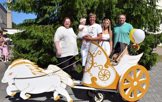 Колесница и скорая помощь победили в Параде колясок