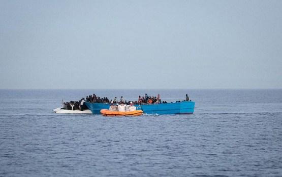 Итальянцам запретили спасать беженцев в море