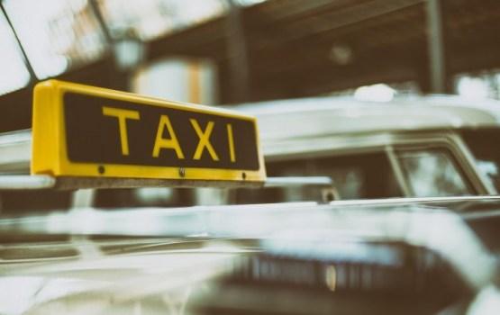 """""""Швы в трех местах"""". Поездка на такси закончилась вызовом скорой и полиции"""