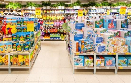 Maxima: жители сметают с полок магазинов предметы для купания