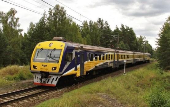 По дороге в Саулкрасты сломался поезд: пассажиры ночью добирались сами