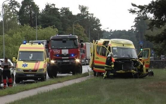 Фотофакт: автомобиль «скорой» попал в серьезное ДТП