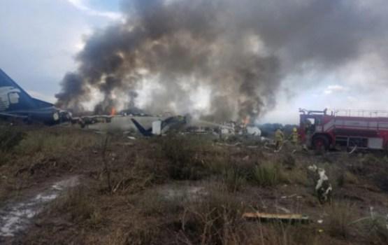 В Мексике при взлете разбился пассажирский самолет