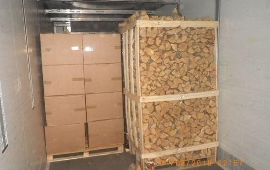 В дровах обнаружили 2,4 миллиона контрабандных сигарет