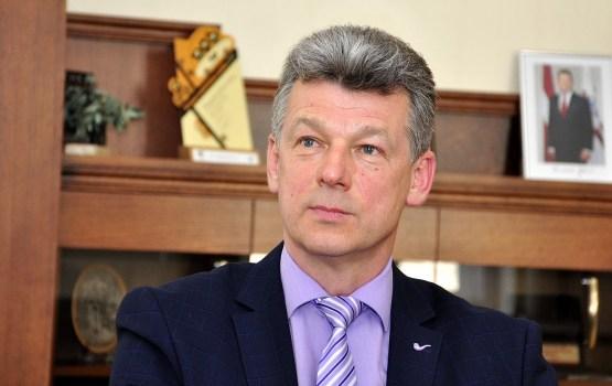 Мэр предложил выбирать между спидвеем и оборудованием для детсадов