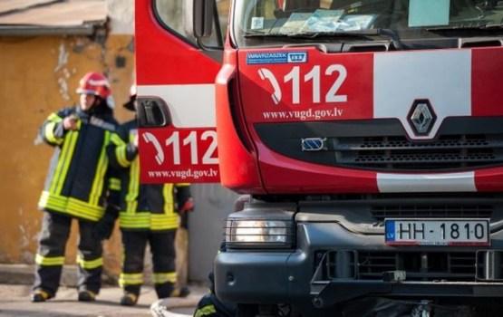 Ночью пожарные из пятиэтажки эвакуировали 20 человек
