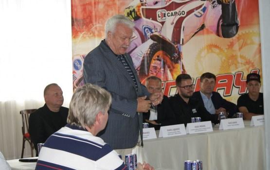 Представитель правительства приехал поддержать Михайлова