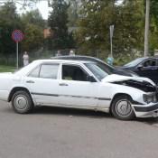 На перекрестке столкнулись Mercedes-Benz и Nissan