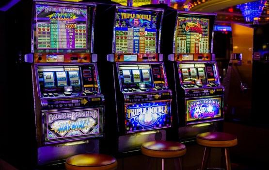 В Риге мужчина расколотил почти все игровые автоматы в игровом зале (ВИДЕО)