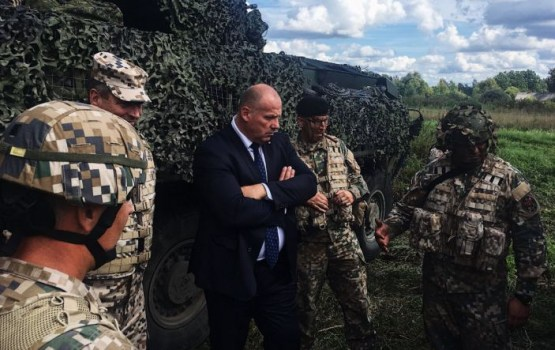 Глава минобороны: «армия и земессарги способны защитить Латвию»