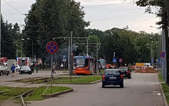 Фотофакт: у площади Виенибас горела контактная сеть