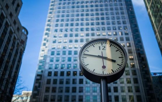 Еврокомиссия предлагает отказаться от перевода часов дважды в год
