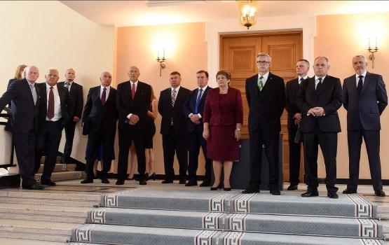 Бывшие премьеры предлагают отказаться от открытых заседаний правительства