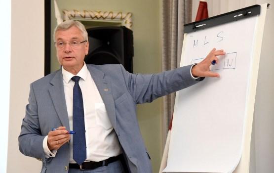 МОН и партнеры договорились о порядке финансирования зарплат педагогов