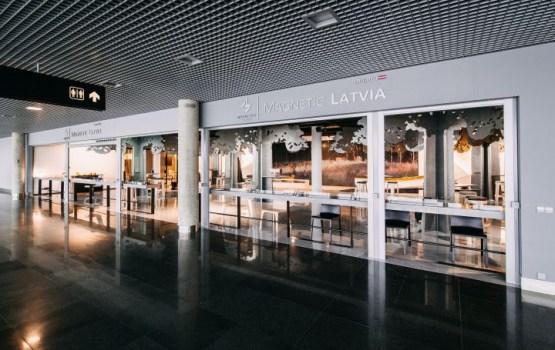 СМИ: открытый за 600 тысяч в аэропорту стенд про Латвию стоит пустой