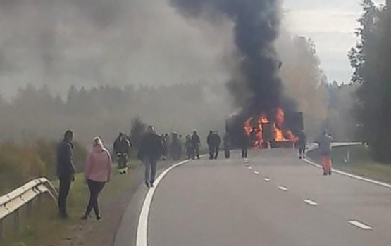 На участке дороги Резекне – Виляны загорелся грузовик (дополнено)