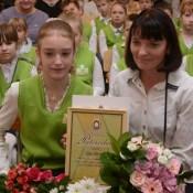Награду за спасение жизни шестикласснице вручил министр обороны