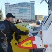 Машину для сбора отсортированного мусора выставили напоказ (ВИДЕО)