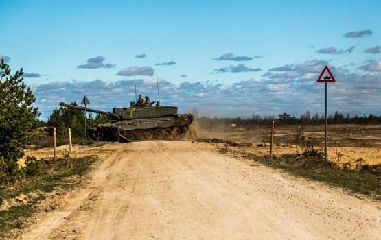 По дорогам Латвии движется военная техника из Эстонии и Литвы