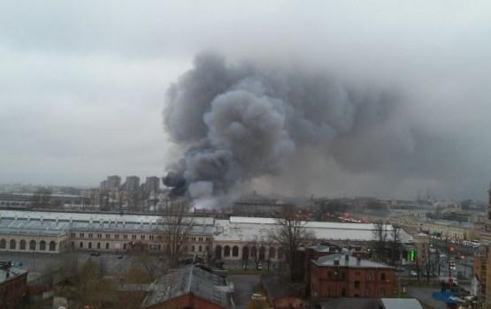 В Санкт-Петербурге горит гипермаркет, эвакуированы сотни людей