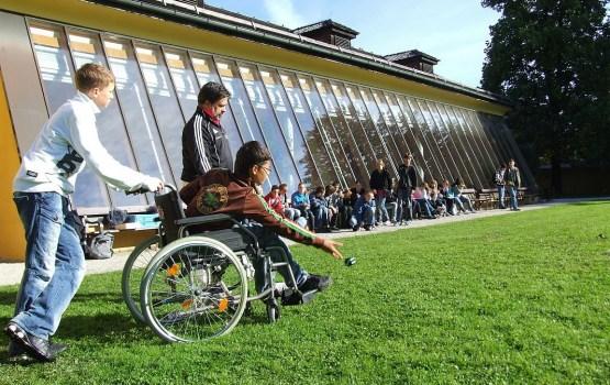 Опрос: собранные средства нужно отдать семьям, где есть ребенок-инвалид