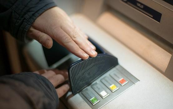 Эксперты заявили, что злоумышленники могут взломать любой банкомат за 15 минут