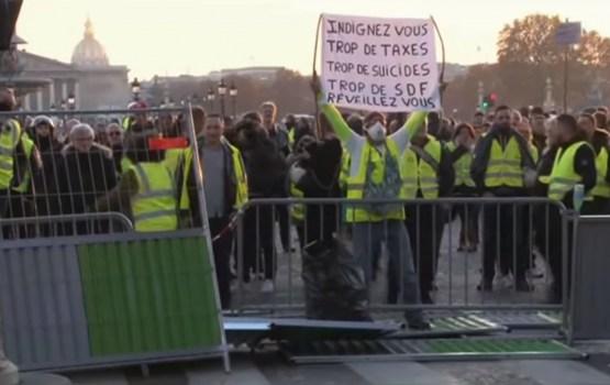 Во время манифестаций во Франции пострадали более 400 человек