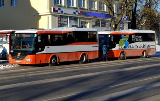 Резекне: для бесплатного проезда урезают социальные пособия