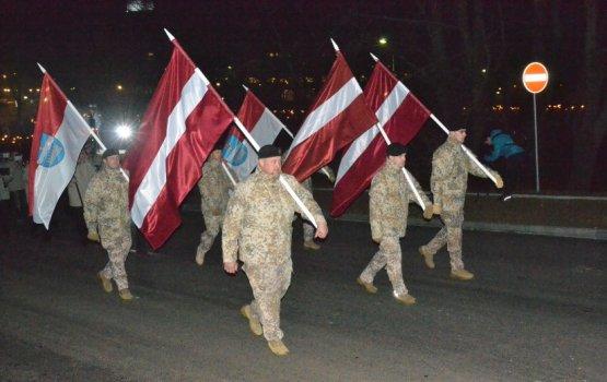 День Лачплесиса завершился факельным шествием (фото)