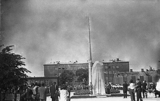 26 июля 1969 года:открытие сквера Славы, обелиска и «головы»
