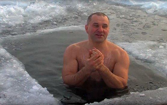 """Озеро Большие Стропы облюбовали """"моржи"""""""