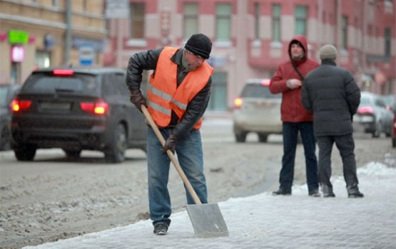 Коммунальщики «засолили» город