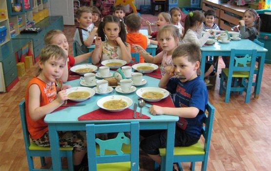 Кто должен платить за питание в детсадах?