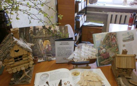 Выставка «Миниатюрный мир из дерева» в библиотеке для незрячих доступна и людям с проблемами зрения