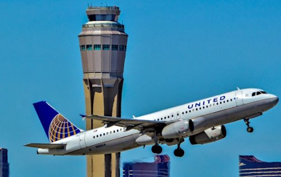 United Airlines изменила правила снятия с рейса после инцидента с пассажиром