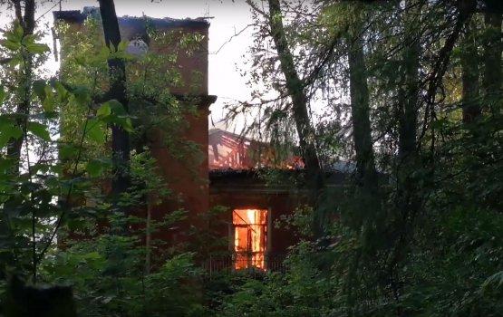 Вчера вечером в Межциемсе полыхали два здания