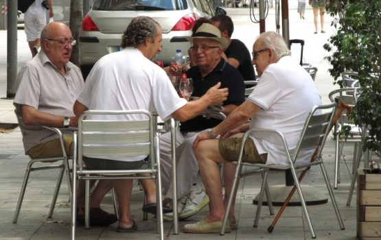 Пенсионеры проведут сбор подписей против роста бедности