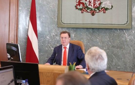 Опрос: все больше латвийцев считают, что у правительства слишком много власти