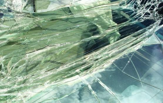 На шоссе Рига-Сигулда легковой автомобиль столкнулся с фурой: погибла женщина