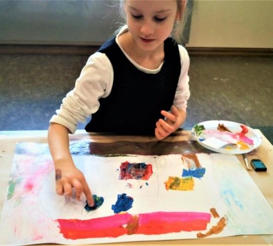 В предпасхальную неделю творческие мастерские для детей (занятия по живописи)