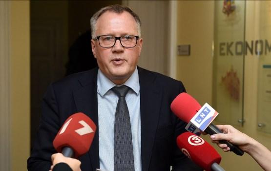 Оппозиция подала запрос об отставке министра экономики Ашераденса