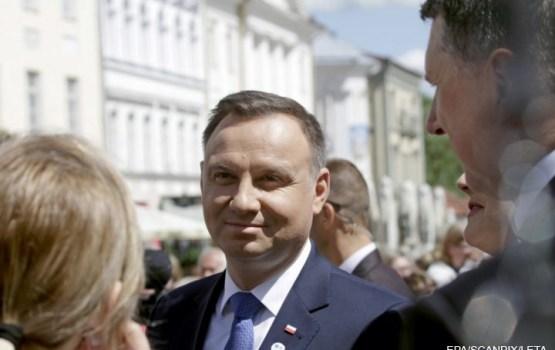 Президента Польши наградили орденом Трех звезд