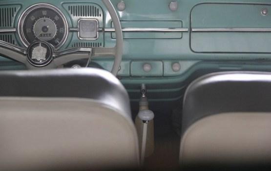 Жители стали привозить в Латвию более старые автомобили