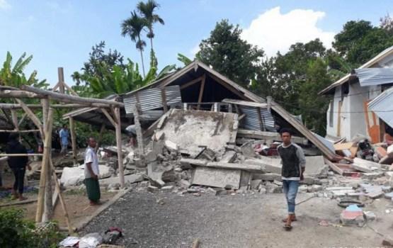 В Индонезии 12 человек стали жертвами мощного землетрясения