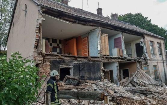 """""""Безалаберность ужасает"""": у жилого дома обрушилась стена"""
