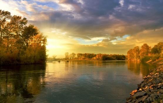 Вода в реках и озерах остается теплой